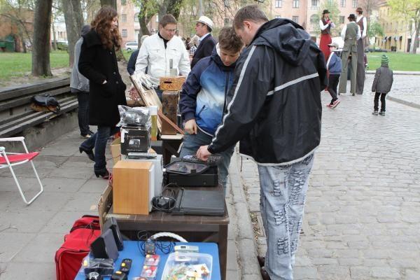 Blusų turguje pardavinėjo ir bombą