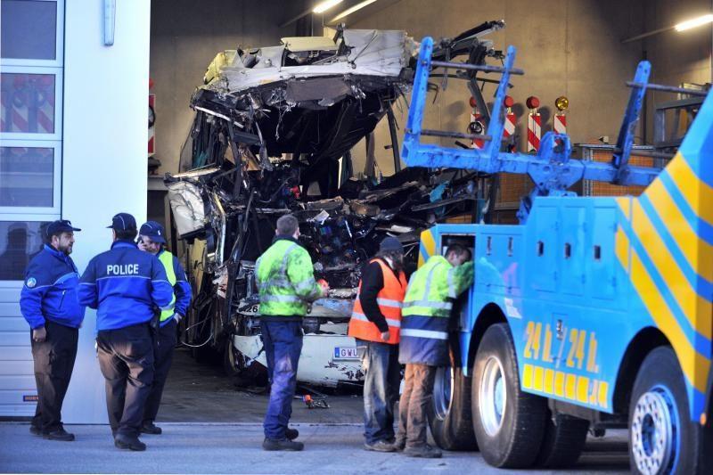 Šveicarijoje per autobuso avariją žuvo 28 žmonės, iš jų 22 vaikai