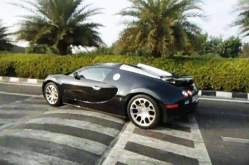 """""""Bugatti Veyron"""" nevisada perkopia """"gulinčius policininkus"""""""