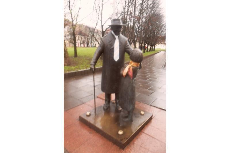 Daktarui Aiskaudai praeiviai parišo kaklaryšį