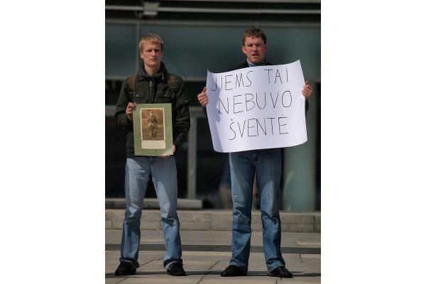 Sostinėje - protestas prieš karo veteranų eitynes gegužės 9-ąją (papildyta)