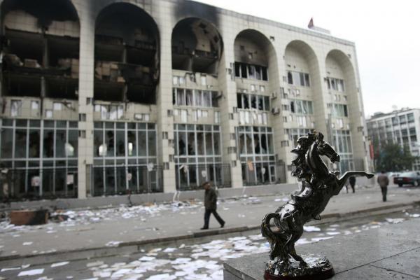 Po perversmo Kirgizijai gresia skilimas (papildyta)