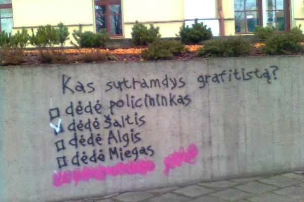 """Sienų tepliotojų atkirtis – A.Ramanauskui ir """"dėdei policininkui"""""""