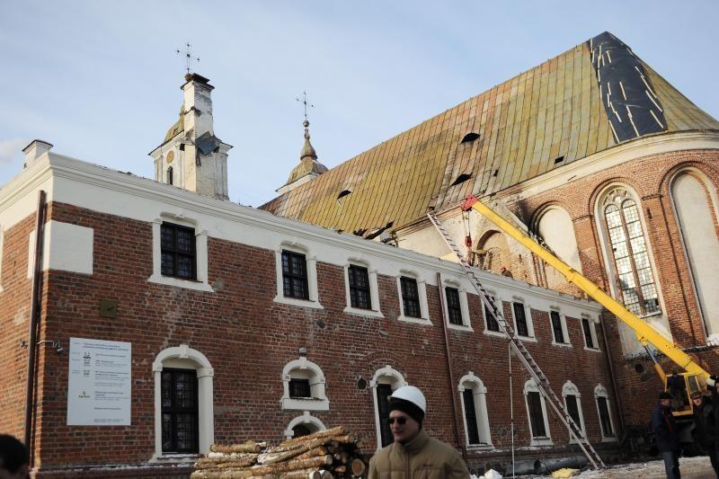 Tytuvėnų vienuolyną apdraudusi bendrovė negauna tyrimo išvadų