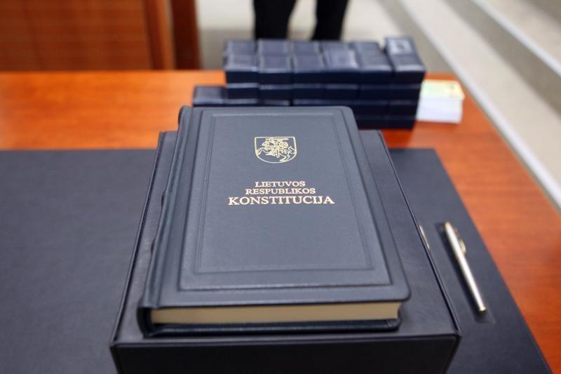 Konstitucijos egzaminą ruošiasi laikyti per 30 tūkst. gyventojų