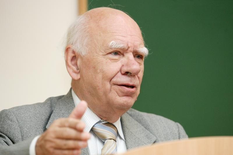 B.Genzelis: Lietuva tampa absoliučia monarchija