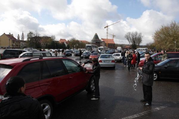Automobilių kolona išlydint D.Kedį sudarė spūstis