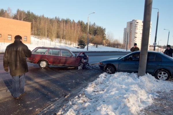 Avarija Vilniuje: automobiliai sumaitoti, tačiau žmonės nenukentėjo