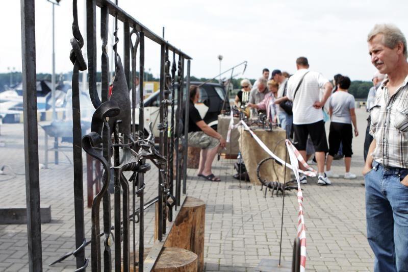 Kalviai pažadėjo nukaldinti tvorelę Danės krantinei