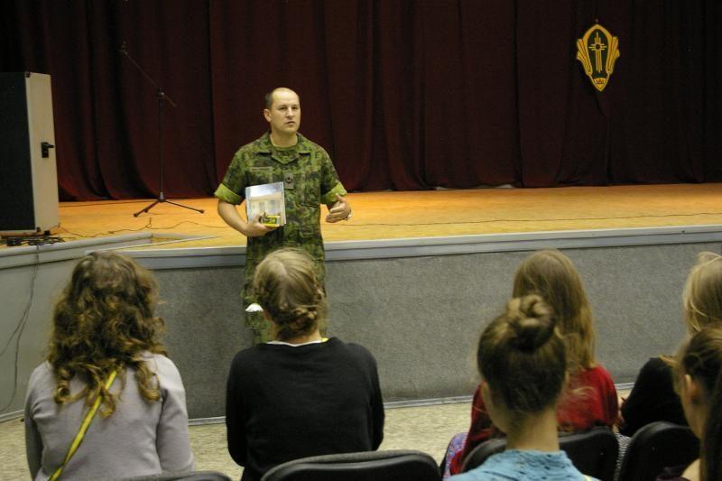 Dragūnų batalione ateitininkai paragavo kareiviškos tvarkos
