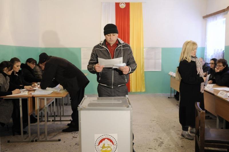 Separatistinės Pietų Osetijos gyventojai renka prezidentą