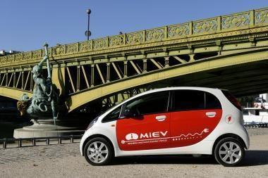"""Bavarijoje metų elektromobiliu paskelbtas """"Mitsubishi i-MiEV"""""""
