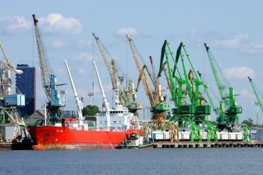 Susilpnėjus vėjui, Klaipėdoje atnaujinta laivyba