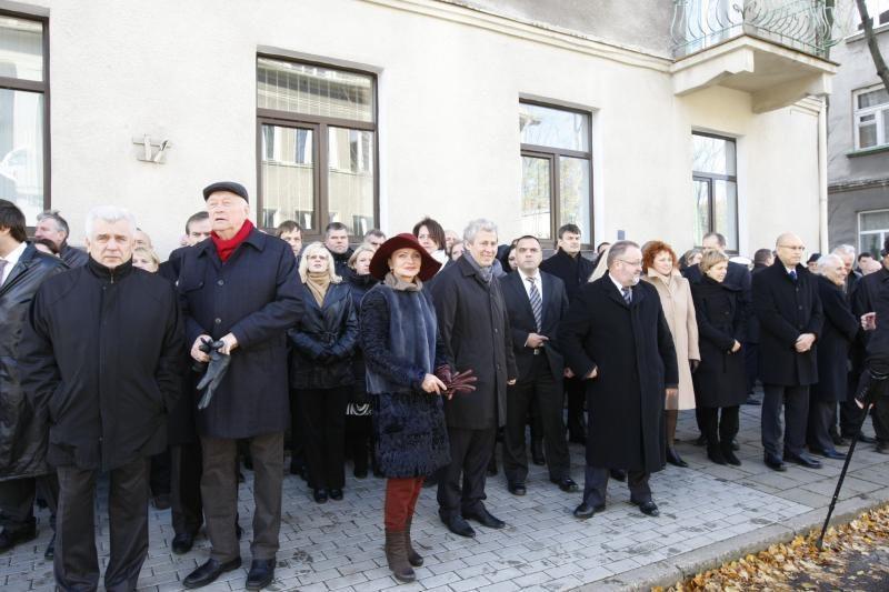 B. Lubio atminimas Klaipėdoje įamžintas bareljefu