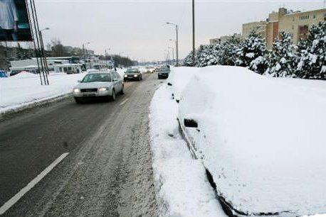 Savivaldybė: sniego valymui trukdantys automobiliai bus nutempti
