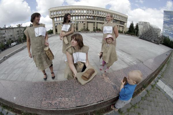 Protestavusių motinų Seimas neišgirdo (dar papildyta)