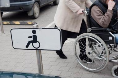 Senatvės pensijos nemažės tik pensininkams su sunkia negalia