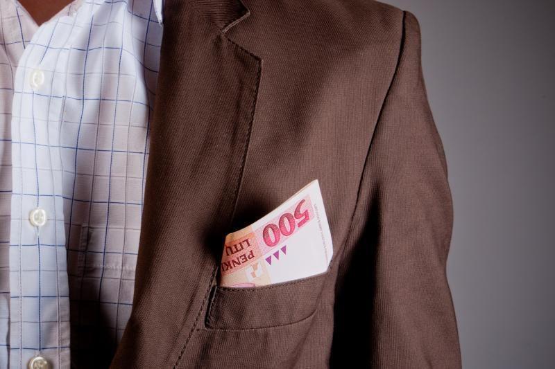 Korupcija įtariamus Kauno prokurorus prašo nušalinti nuo tarnybos