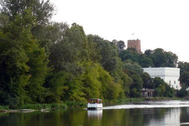 Nauja pramoga Neries upėje - kinas ant vandens