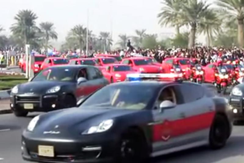 "Parade Katare – daugybė policijos ""Porsche"" automobilių"