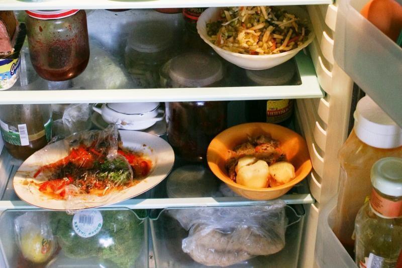 Naktį išspyręs duris iš kaimyno šaldytuvo pagrobė maisto produktus