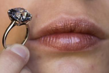 Žydrasis deimantas parduotas už rekordinę sumą