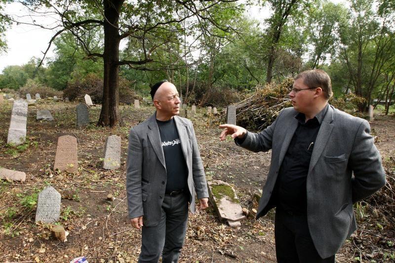 Dėl apleistų žydų kapinių – tūkstantinė bauda
