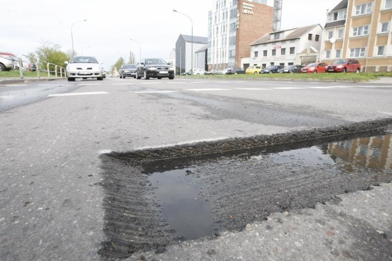 Kelininkų išskaptuotos gatvės erzina vairuotojus