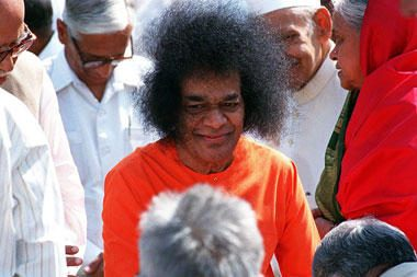 Indijos dvasinis mokytojas Satya Sai Baba mirė ligoninėje ( dar papildyta)