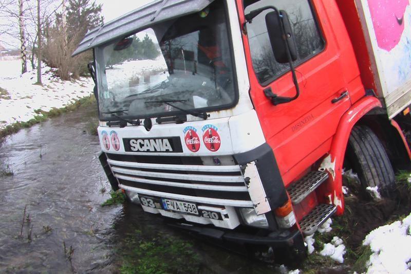 Klaipėdos rajone policijos išsigandęs vairuotojas nuvairavo į griovį