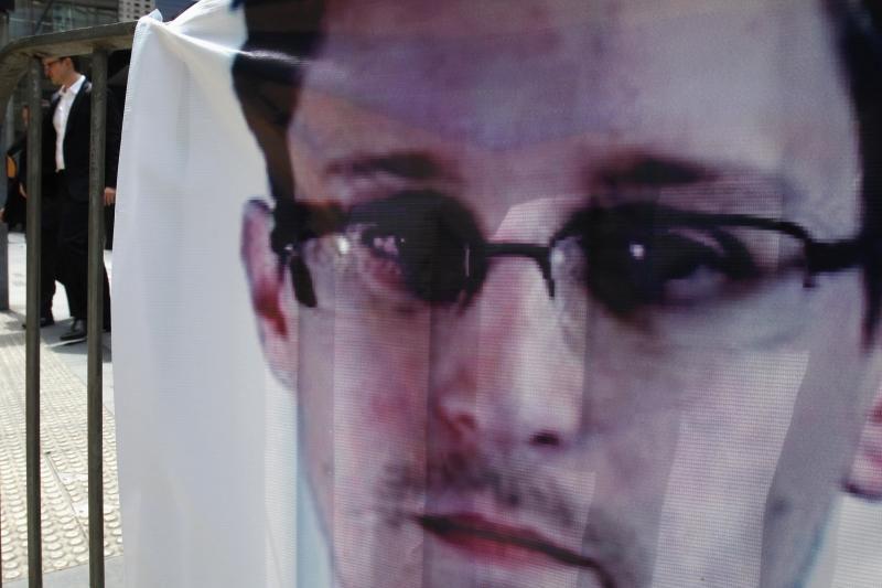 V.Putinas: E.Snowdenas yra keistas vaikinas, kurio laukia sunkus gyvenimas