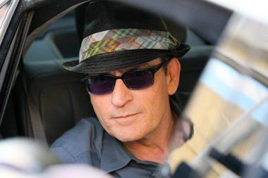 Holivudo aktorius Ch.Sheenas padavė į teismą pornografinių filmų žvaigždę