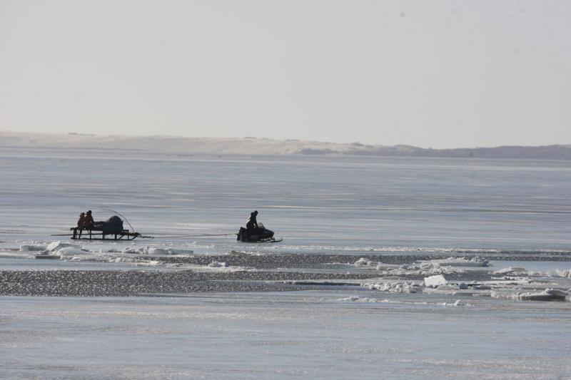 Atskilusios ledo lytys nunešė žmones į marias (dar papildyta)
