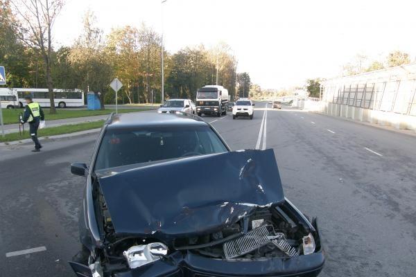 Latvio sukeltoje avarijoje sužalotas žmogus