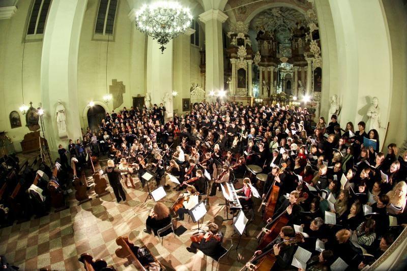 """Daugiau kaip 400 žmonių atliko A. W. Mozarto """"Requiem"""""""