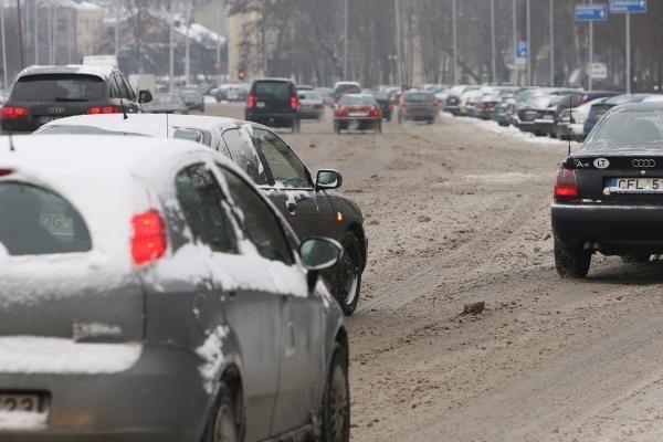 Žiema Kaune: gatvės pradėtos barstyti nuo 4 val. ryto