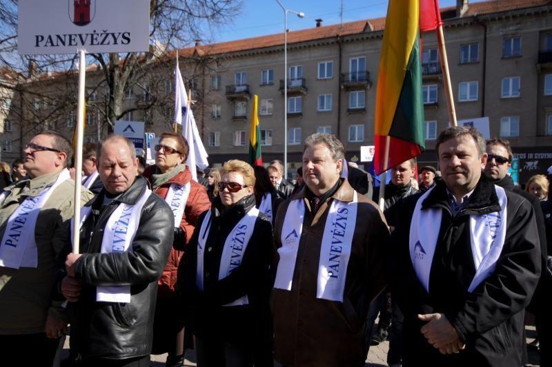 Darbo partija surengė prieš teismus nukreiptą mitingą (papildyta)