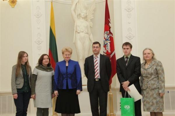 Prezidentūroje apdovanoti sėkmingai tarptautinėse olimpiadose pasirodę moksleiviai