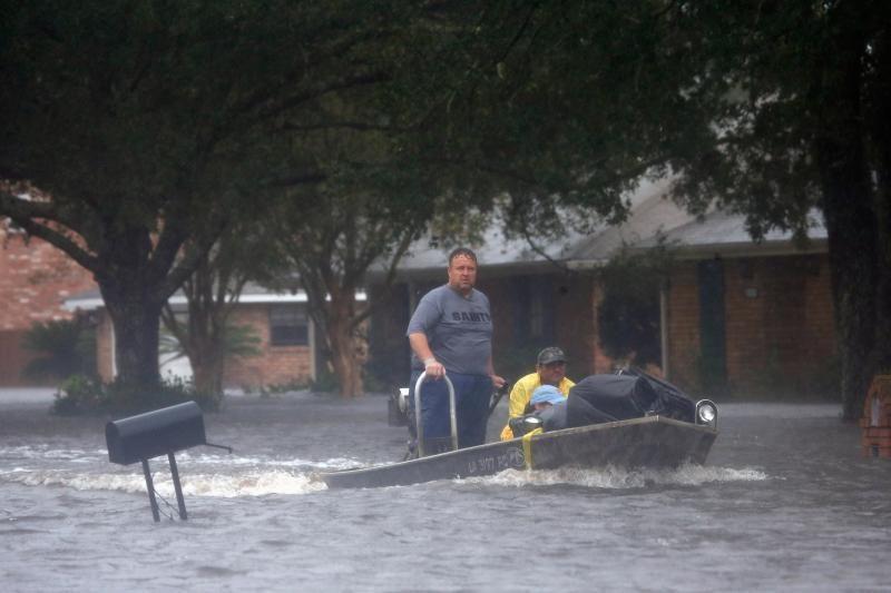 """Uraganas """"Isaac"""" pasiekė Naująjį Orleaną, sukėlė potvynių Luizianoje"""