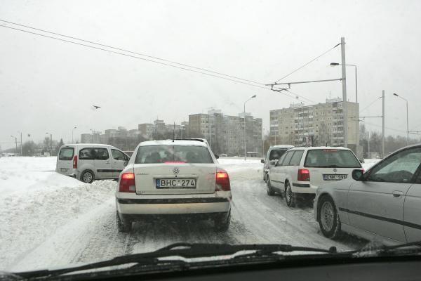 Keliuose vietomis - šlapio sniego provėžos