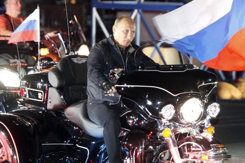 Politikai ir analitikai apie V.Putino sugrįžimą į Kremlių