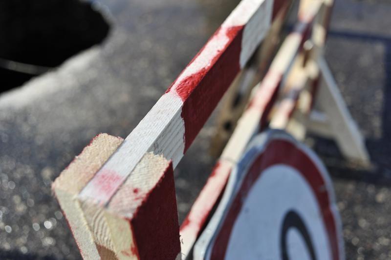 Nuo atsivėrusios smegduobės vairuotojus puolė saugoti patys gyventojai