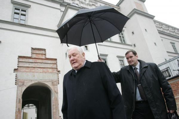 A.Brazauskas (1932–2010): vingiuotas lietuviško ąžuolo kelias