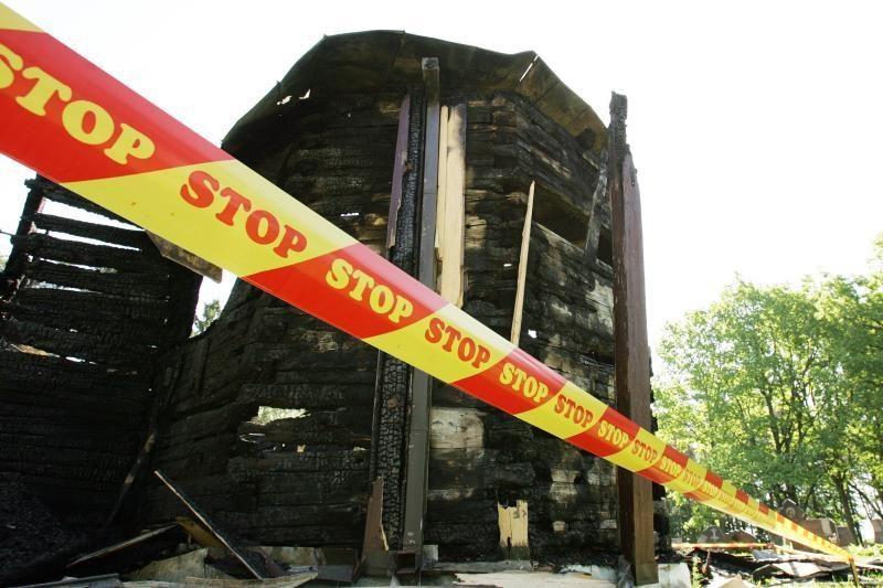 Sudegusią Paštuvos bažnyčią saugo nuo dar vienos nelaimės