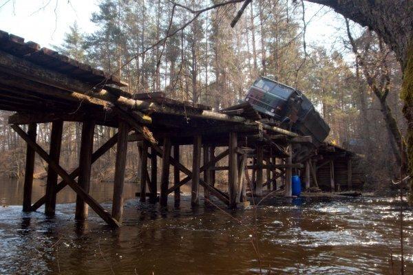 Remonto nesulaukiantis tiltas neatlaikė kariškių sunkvežimio