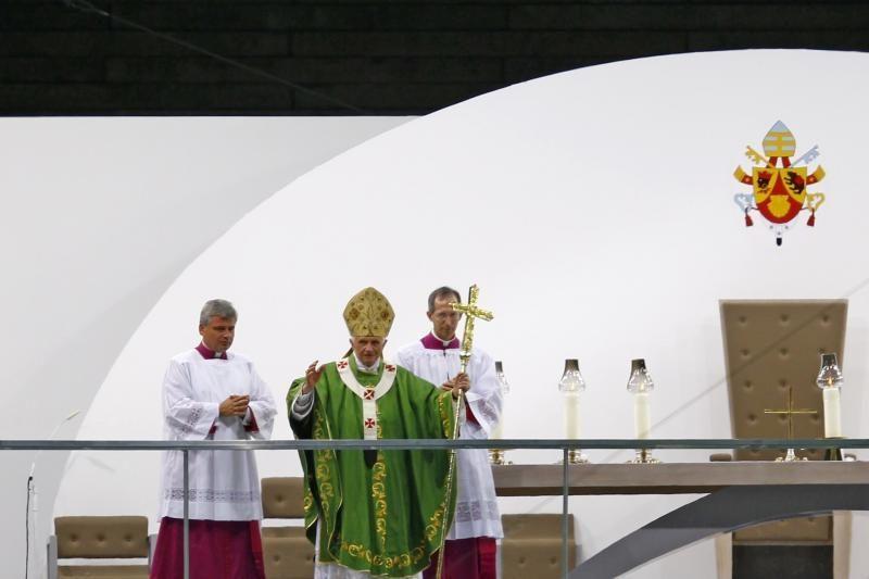 Mišiomis po atviru dangumi baigsis popiežiaus vizitas Vokietijoje