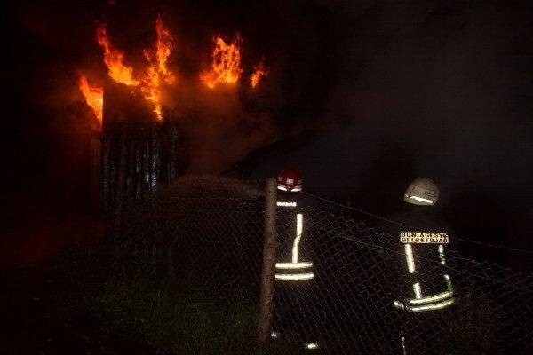 Gesindami namą N.Vilnioje ugniagesiai pritrūko vandens