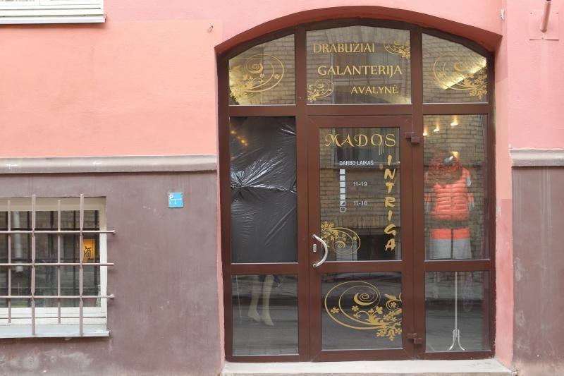 Antradienio naktį apvogta parduotuvė sostinės Labdarių gatvėje