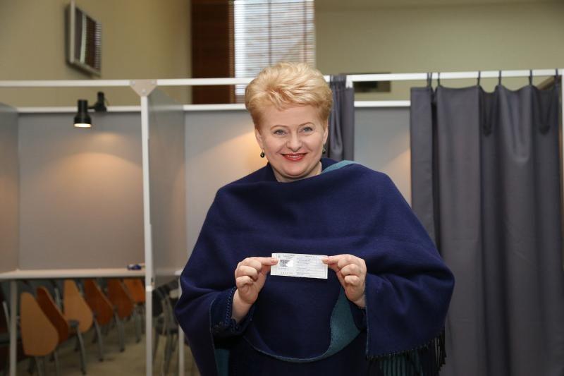 Seimo rinkimų nugalėtojai lenkiasi Prezidentei