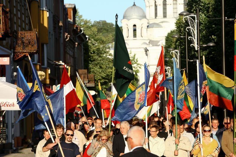 Laisvės alėjoje – eitynės Baltijos keliui atminti